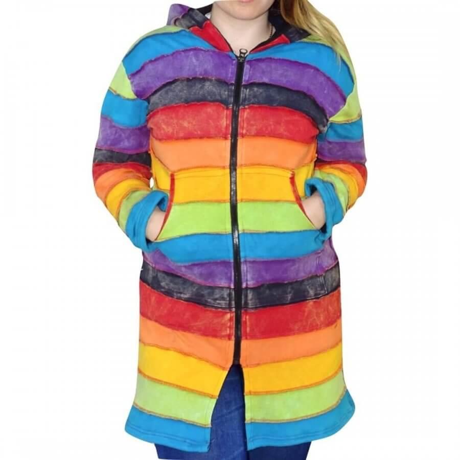 Bélelt hosszú kabát Nepálból a szivárvány színeiben.