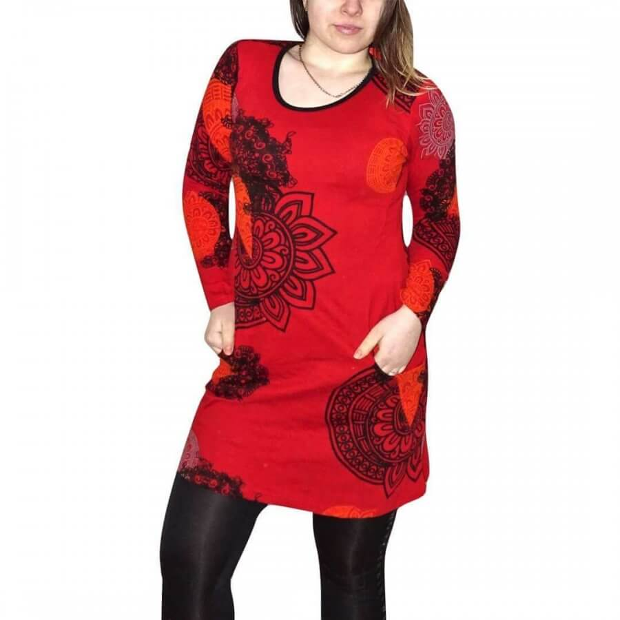 Csinos női tunika piros alapon egyedi mintával fekete színnel